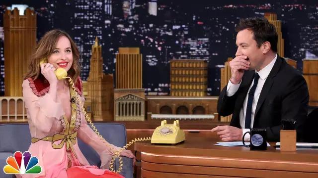 The Dress Gucci rose of Dakota Johnson at The Tonight Show Starring Jimmy Fallon (Acting Game)